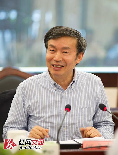 座谈会由交通运输部副部长何建中主持。