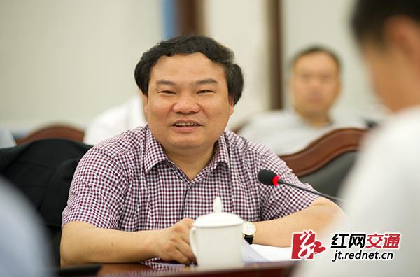 湖南省交通运输厅党组书记、厅长胡伟林汇报了湖南省交通扶贫情况。