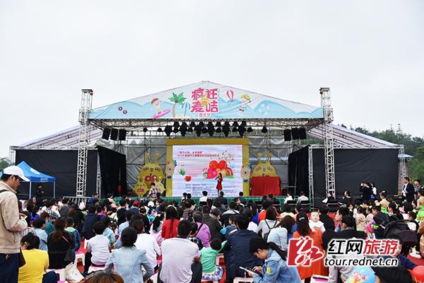 """""""牵手计划,走读湖南""""关爱留守儿童发布会在长沙县麦咭启蒙岛举行."""