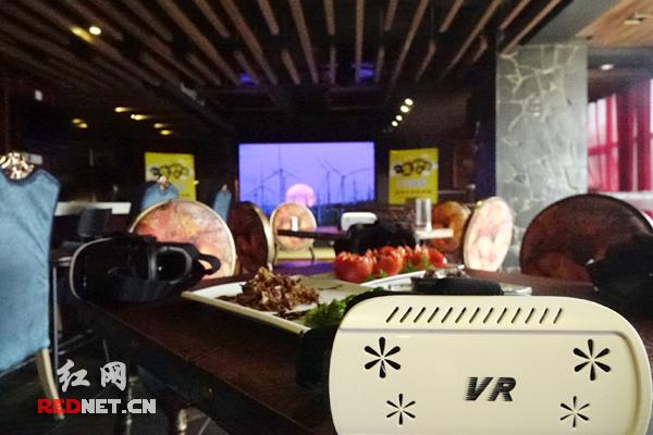 轻餐吧中的清吧,顾客可在美食中享受美景。