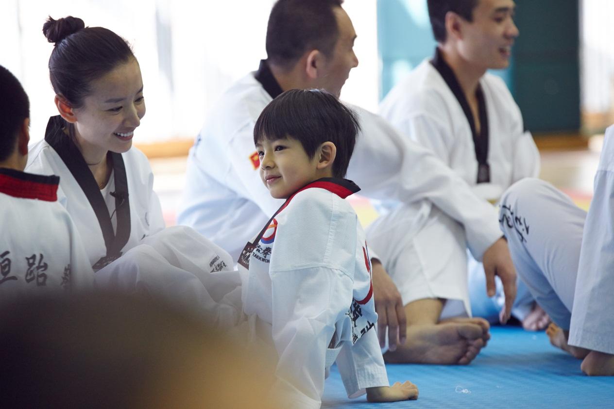 顶顶学跆拳道耍赖 《妈妈是超人》董洁亮育儿新技能