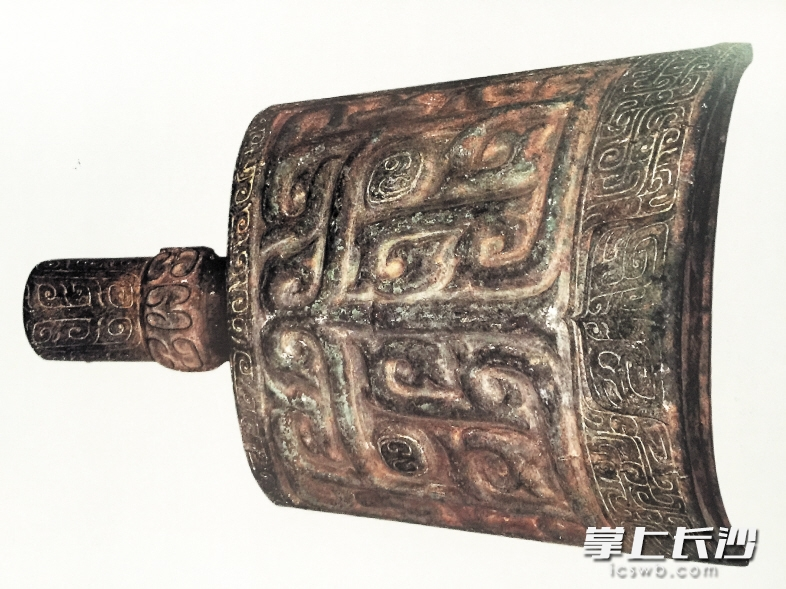 商兽面云纹铜铙,国家一级文物。