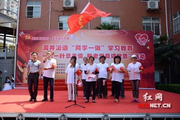 """长沙市雨花区社会福利院,老党员们组成""""党员银发志愿服务队""""。"""