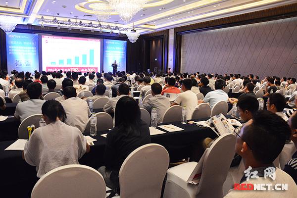 6月16日,易事特2016智慧能源中国行走进湖南助力长株潭一体化协同发展暨产业技术研讨会在长沙召开。