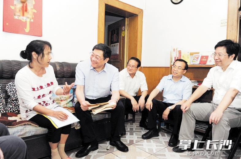 社区慰问老党员_杜家毫走访慰问生活困难党员 - 湖南频道