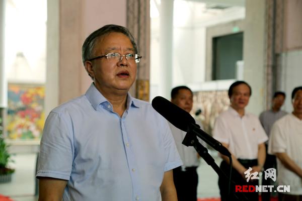 湖南省政协副主席、省文联主席欧阳斌出席并宣布开幕。