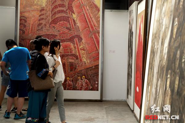 展出作品表达了湖南经济社会文化等各项事业在改革发展中取得的丰硕成果。