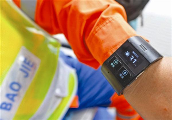 成都环卫工戴上智能手环,不为赶时髦只为提高工作效率