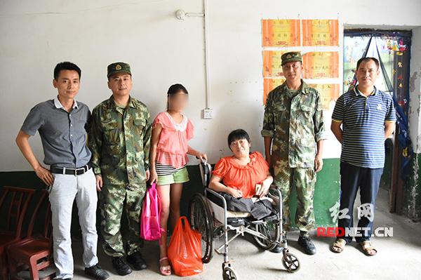 武警岳陽支隊官兵為駐地貧困學子獻愛心