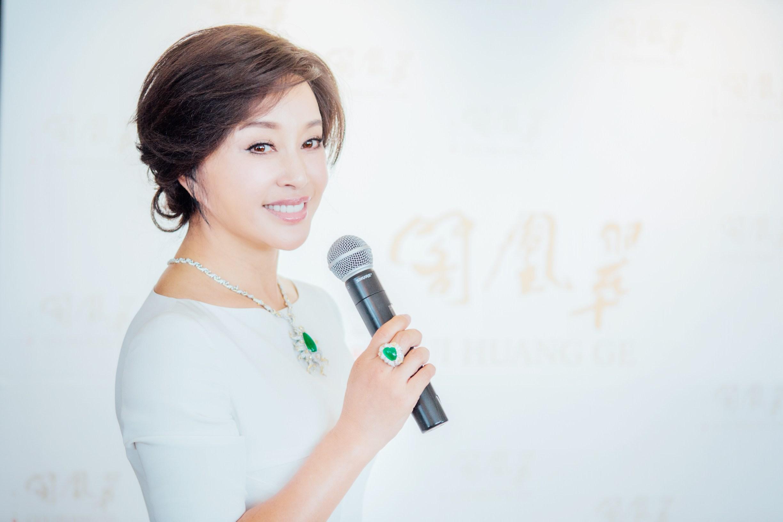 刘晓庆操逼�_刘晓庆出席珠宝发布会 翡翠压身显成熟风韵
