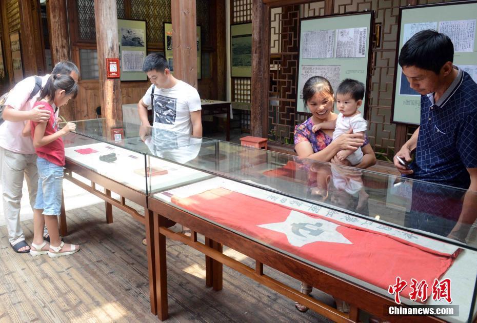 福建举办历史图片文物展纪念红军长征胜利80周年