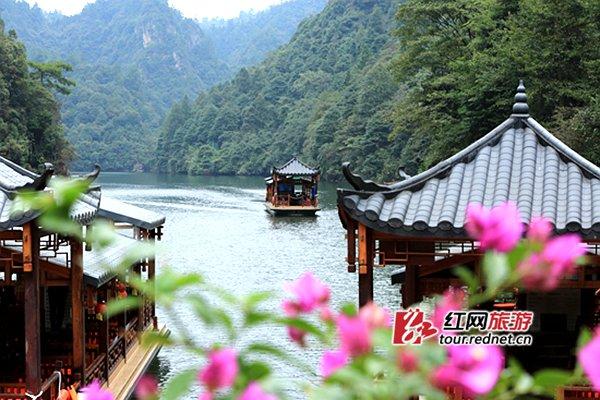 红网张家界10月4日讯(通讯员 吴仁峰)4日,张家界宝峰湖风景区