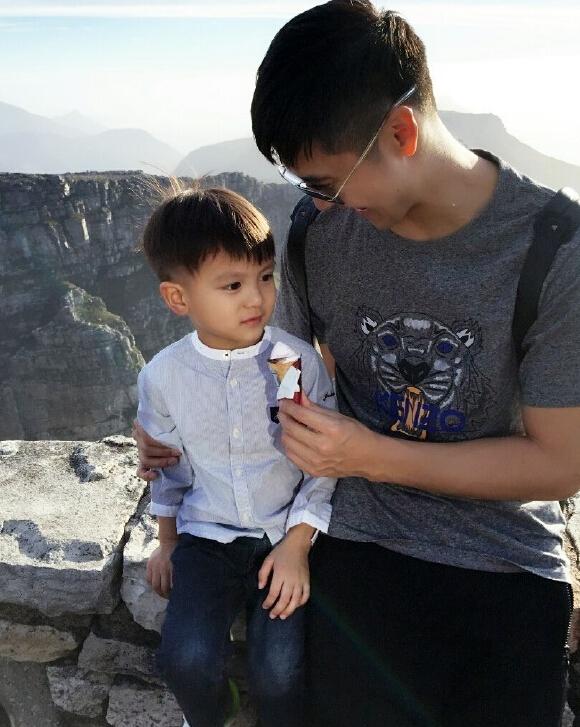 田亮儿子第一次吃冰淇淋 表情变化太精彩