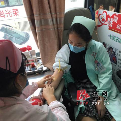 县中心医院志愿者参加蓝山县无偿献血活动