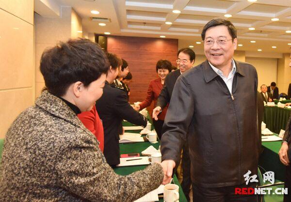 湖南省领导看望并勉励出席省党代会代表