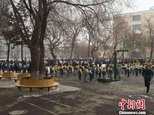 新疆呼图壁县发生6.2级地震镇政府墙体有裂缝(图)