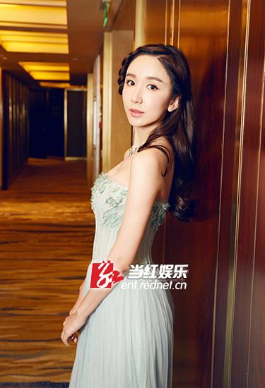 娄艺潇不急结婚:我才二十几岁 家人也没催