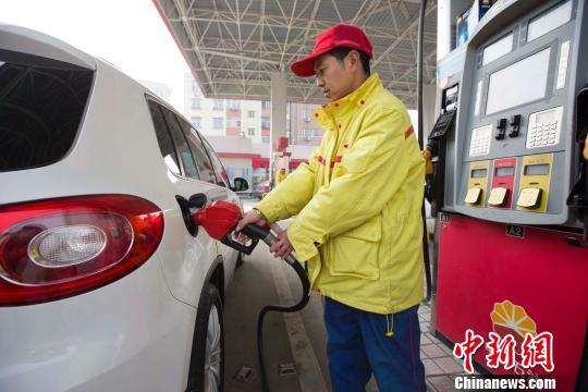 油价跨年四连涨 每升再贵5分钱
