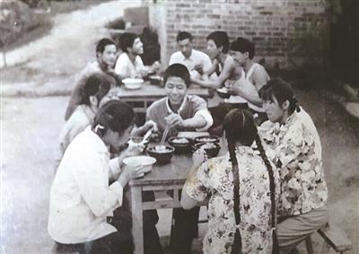 """世纪60年代""""知识青年上山下乡""""的老照片(组图).-一组老照片唱图片"""