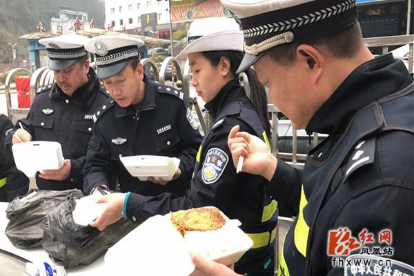 雄安市民服务中心迎来春节游览高峰