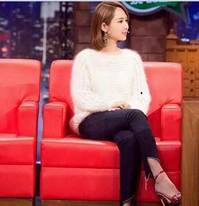 """前段时间,杨紫上节目""""金星秀""""和毒蛇犀利的金姐正面交锋,节目上,杨紫扮相相对成熟,身穿一件白色毛衣,红色细高跟鞋,美美哒!"""