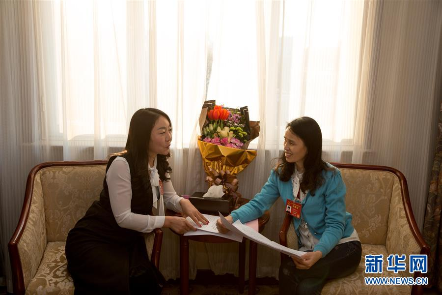 How rural migrant worker and NPC deputy performs her duty