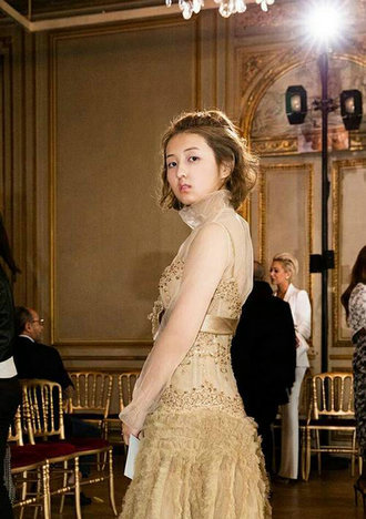 张子枫在时装周上给了我们无限灵感