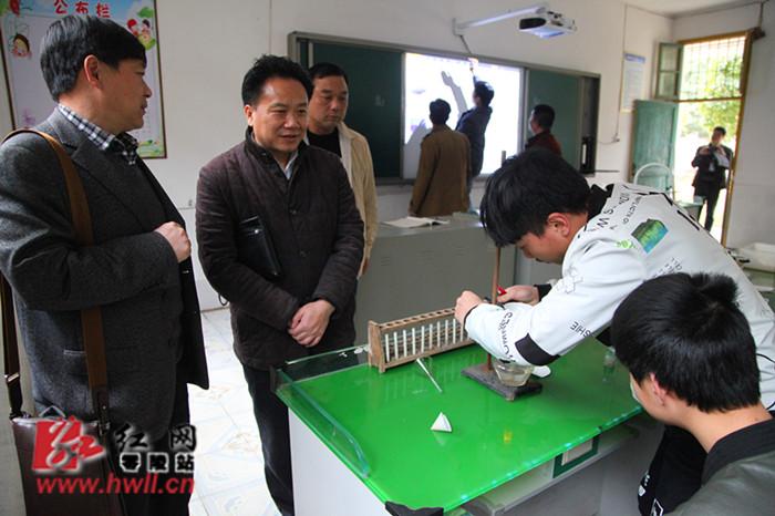 湖南省教育生产装备处一行到零陵区中学调研