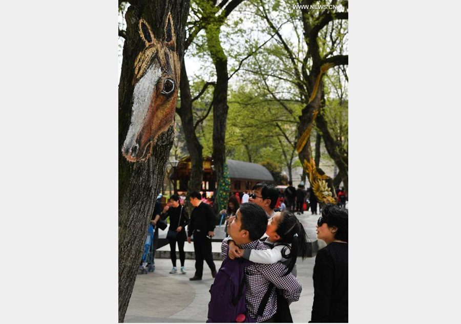 Fantastic 'tree paintings' seen in Anhui province
