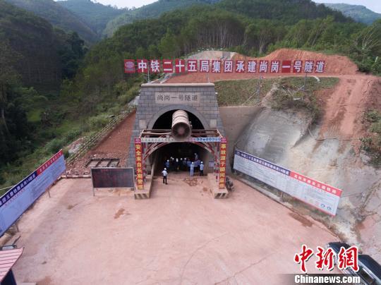 玉磨铁路尚岗一号隧道开挖1000米全隧预计2019年贯通