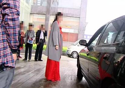 济南黄台一婚礼现场现不明刺激性气体 呛跑三百多宾客