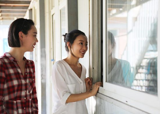 《西游记女儿国》启动幸福计划 电影主题大巴进校园送爱心
