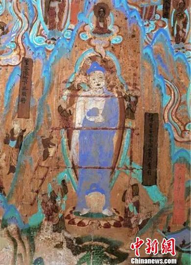 图为莫高窟72窟壁画工匠安装佛头(五代)。敦煌研究院供图