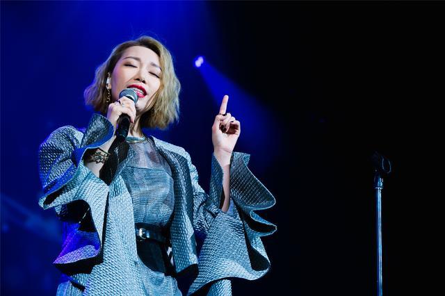 """金池""""大女人""""世界巡回演唱会首站温哥华开唱"""
