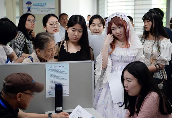 Some grads decide to delay job search