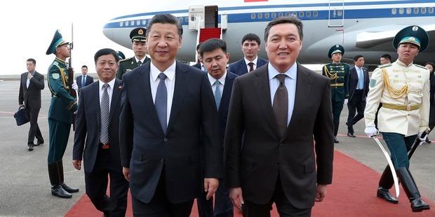 习近平抵达阿斯塔纳开始对哈萨克斯坦进行国事访问并出席系列活动