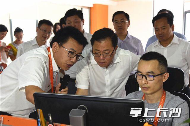 陈文浩在御家汇集团调研。