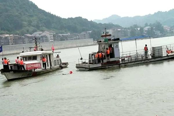 沅陵地方海事处开展水上应急救援演练