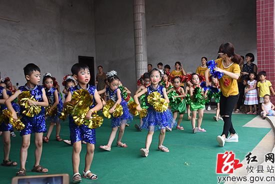 攸县莲塘坳中心幼儿园举办关爱留守儿童文艺演出