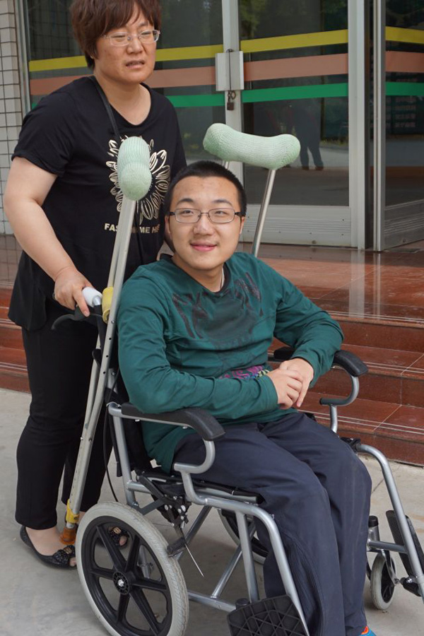 Tsinghua provides dorm for student with disability and his mother