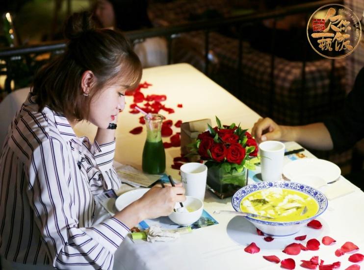 叶一茜携《欠你一顿饭》上线淘宝造物节探店手斗攻略游帝图片
