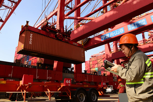 China's exports up 15%, imports up 25.7% in H1