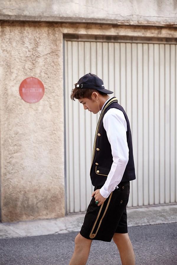 曾舜晞写真游走欧洲街头 英伦少年绅士风
