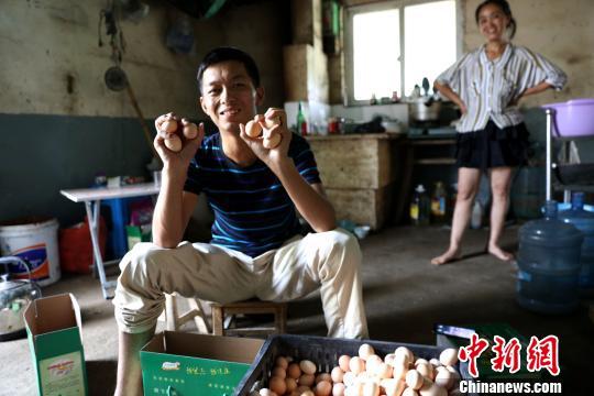 浙江长兴尿毒症小伙卖上万斤鸡蛋自救不忘回馈社会