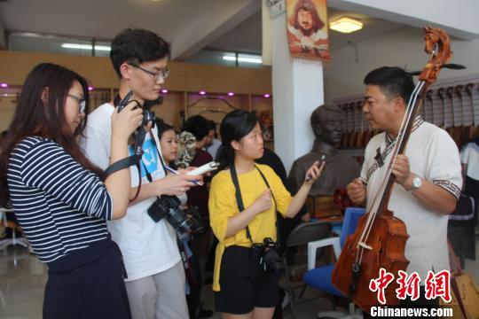 香港学子走进内蒙古红城感受民族乐器魅力