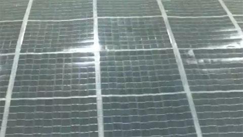 """""""彩虹""""太阳能无人机 机翼上太阳能板"""