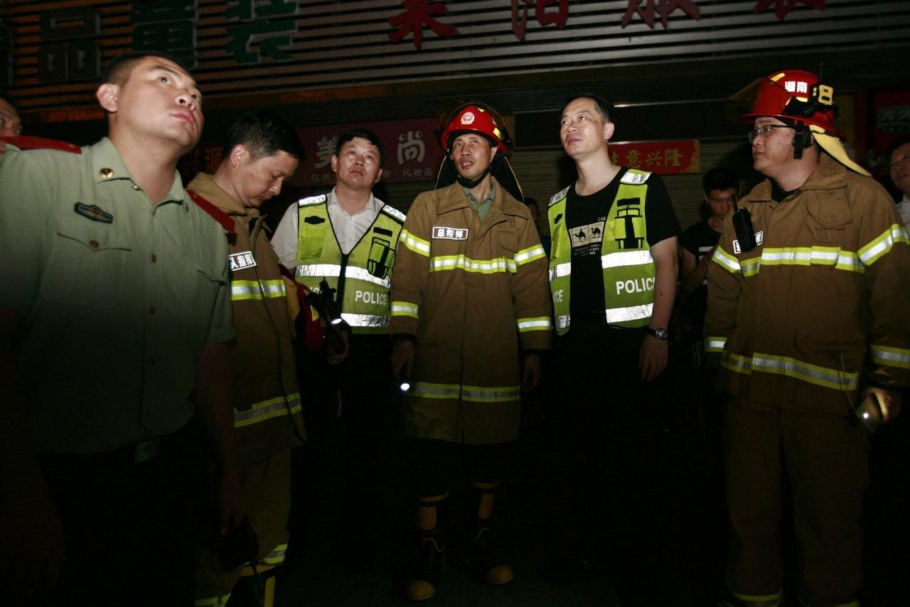 郴州富民轻纺市场火灾 146名消防官兵奋战一夜
