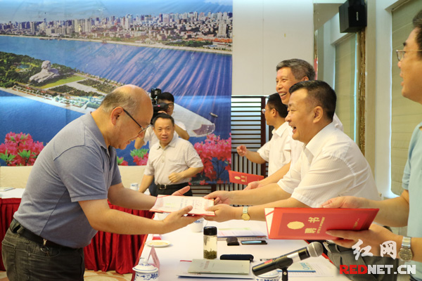 """湖南""""七五""""普法讲师团成立 31人将在全省传播法治精神"""