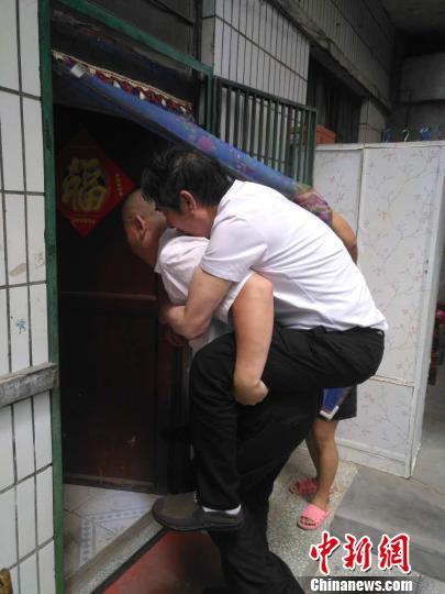 山西男子服安眠药横卧街头寻家人续:已出院回家(图)