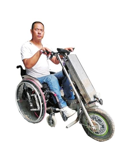 洛阳男子身患残疾坐着轮椅做公益 3年如一日疏导交通